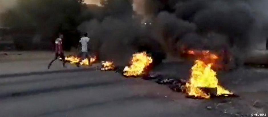 Straßenblockade in Karthum (Bild aus Internetvideo)
