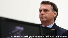 25.3.2020, Brasilien, Jair Bolsonaro (M), Präsident von Brasilien, nimmt an einer Videokonferenz mit den Gouverneuren der vier südöstlichen Bunde teil. Einen Tag, nachdem er das Coronavirus in einer Fernsehansprache erneut verharmlost und restriktive Maßnahmen dagegen kritisiert hatte, hat sich der brasilianische Präsident wieder gegen Einschränkungen des öffentlichen Lebens und die Isolation der Bevölkerung ausgesprochen. +++ dpa-Bildfunk +++