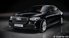 Mercedes-Benz S 680 GUARD 4MATIC (Kraftstoffverbrauch kombiniert (WLTP): 19,5 l/100 km, CO2-Emissionen kombiniert (WLTP): 442 g/km); Exterieur: onyxschwarz metallic; Interieur: Leder Exclusiv sienabraun/schwarz;Kraftstoffverbrauch kombiniert (WLTP): 19,5 l/100 km, CO2-Emissionen kombiniert (WLTP): 442 g/km* Mercedes-Benz S 680 GUARD 4MATIC (combined fuel consumption (WLTP): 19.5 l/100 km, combined CO2 emissions (WLTP): 442 g/km); exterior: onyx black metallic; interior: Leather exclusive siena brown/black;Combined fuel consumption (WLTP): 19.5 l/100 km, combined CO2 emissions (WLTP): 442 g/km* Copyright Daimler. Alle Rechte vorbehalten. Alle Texte, Bilder, Graphiken, Ton-, Video- und Animationsdateien sowie ihre Arrangements unterliegen dem Urheberrecht und anderen Gesetzen zum Schutz geistigen Eigentums. Sie dürfen ausschließlich für redaktionelle Berichterstattung und weder für Werbung noch für Handelszwecke verwendet werden. Eine Weitergabe, das Kopieren, das Bearbeiten sowie der Einsatz auf Web Sites, die nicht der redaktionellen Berichterstattung dienen, ist nicht gestattet.