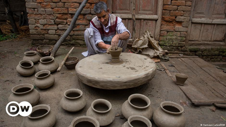 Kashmir: Artisans fight for survival amid dying art of pottery