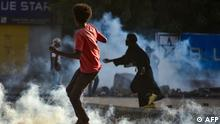 Sudanese youths confront security forces using tear gas to disperse protesters in the capital Khartoum, on October 27, 2021, amid ongoing demonstrations against a military takeover that has sparked widespread international condemnation. - Security forces today made sweeping arrests of protesters who kept up demonstrations in the capital and other cities against this week's military coup, while the international community ramped up punitive measures. (Photo by AFP)