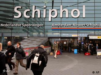 Library In Amsterdam Airport Perks Up Weary Travelers Culture