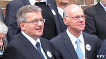 Bronislaw Komorowski Präsident Polens und Norbert Lammers Bundestagspräsident sowie die Auszeichneten mit der Solidarnosc-Ma.jpg