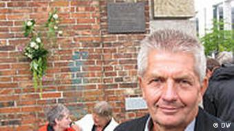 Deutschland Polen Roland Jahn mit Solidarnosc Medaille