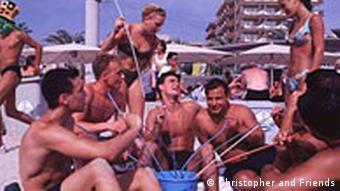 Sangriatrinken am Ballermann auf Mallorca (Foto: DW)