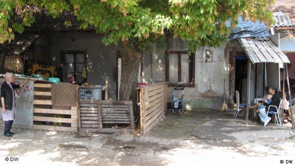 Sirotinjska kućica u romskom naselju u Zagrebu