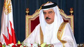 Porträt von Bahrains König Scheich Hamad bin Issa al-Chalifa (Foto: AP)