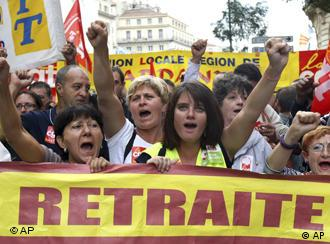 Protestors in Marseille with sign saying 'retirement'
