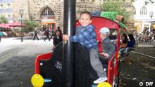 Arabische Kinder feiern das Zuckerfest am Bonner Sterntor am 09.09.2010. Copyright: DW/ Slimi