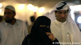 Frauen mit Gesichtsschleier in Katar (Foto: DW/Doetzer)