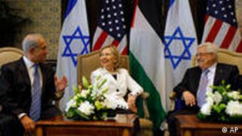 US Secretary of State Hillary Rodham Clinton, center, meets with Israeli Prime Minister Benjamin Netanyahu, left, and Palestinian President Mahmoud Abbas