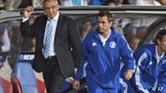 Schalke's head coach Felix Magath (L) reacts during the UEFA Champions League group B soccer match between Olympique Lyon and FC Schalke 04 at the Gerland Stadium in Lyon, France, 14 September 2010.