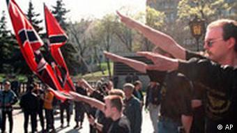 Skinheads der Nationalen Russischen Bewegung in Moskau