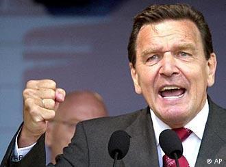 Gerhard Schröder, em campanha eleitoral: ofensiva contra o Iraque poderia quebrar coalizão antiterror