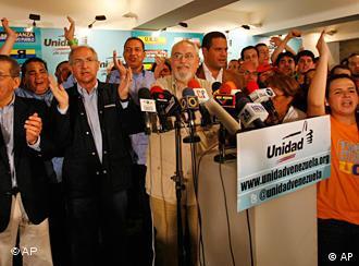 شادی هواداران اپوزیسیون پس از اعلام نتایج اولیهی انتخابات