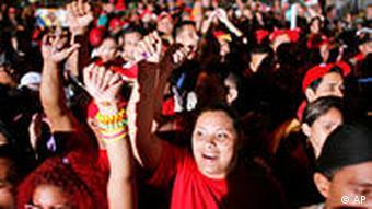 شادی هواداران حزب سوسیالیست به رهبری هوگو چاوز