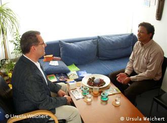 Kultursensitive Beratung ausländischer Studierender: Bernhard Esser bei der Beratung (Foto: Ursula Weichert)