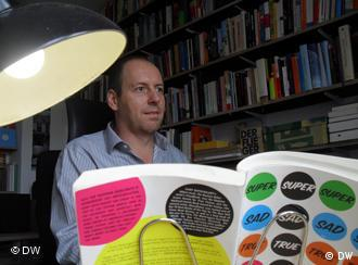 Ingo Herzke an seinem Schreibtisch Foto: Janine Albrecht