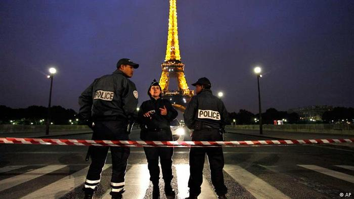 Eiffel Tower with police cordon