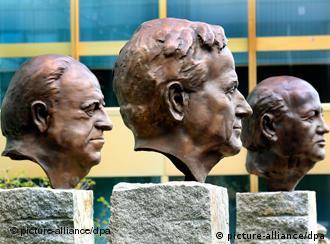 Скульптурная композиция ''Отцы единства''