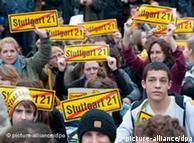 Miles de oponentes al proyecto Stuttgart 21 en una sentada en el parque del castillo Schlossgarten el 30/9.