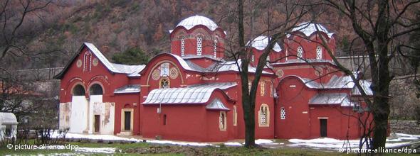 Pećka patrijaršija 14 vek, Kosovo. Tomas Brej kaže da je besmislica to što neki kosovski Albanci sada tvrde da su manastiri albanski jer u vreme kada su se gradili, Kosovo nije imalo ni državu niti vladara koji bi mogao da inicira i plati njihovu izgradnju.