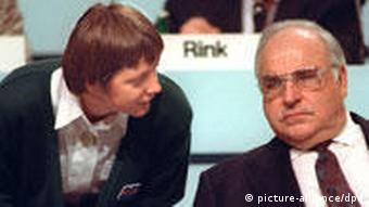 Then Women's Minister Angela Merkel speaking to Kohl during a party conference +++(c) dpa - Bildfunk+++
