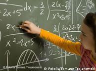 در کشورهایی مانند تونس و اندونزی دانشآموزان دختر نمرات بهتری داشتند