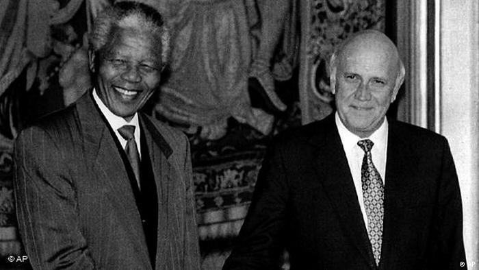 Flash-Galerie Friedensnobelpreisträger 1993 Nelson Mandela und Frederik Willem de Klerk (AP)