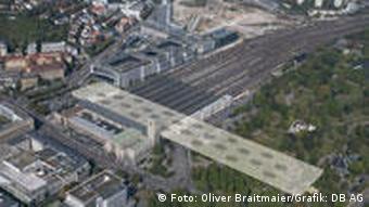 Luftbild des Stuttgarter Hauptbahnhofs mit skizziertem Tunnelverlauf des geplanten Neubaus (Foto: dpa)