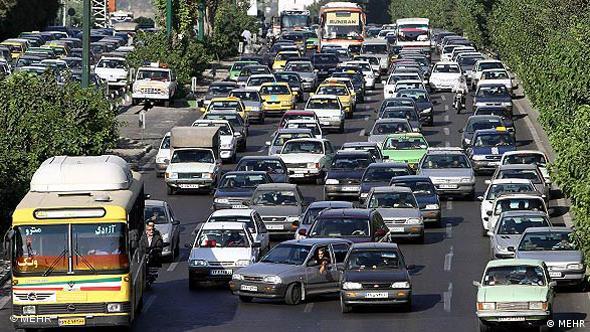 وجود نزدیک به سه میلیون اتومبیل در تهران یکی از دلایل عمده آلودگی هوا است