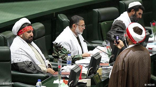 مجلس ایران جایگاه ویژهای را برای توسعه و سازماندهی نیروهای بسیج در برنامه پنجم توسعه در نظر گرفته است