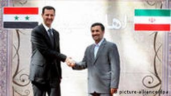 بشار اسد و احمدینژاد در تهران، رئیسجمهور سوریه اعتراضات مردم مصر را بیماری خواند