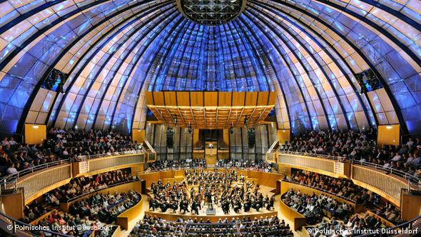 Το εσωτερικό της αίθουσας συναυλιών Tonhalle στο Ντίσελντορφ (Polnisches Institut Düsseldorf)