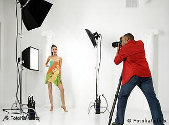 Работа фотографа с моделью в студии работа парням и девушками