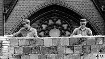 BdT: 44. Jahrestag: Mauerbau in der Bernauer Straße in Berlin 1961