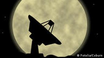 Antennen und Funk Anlage Schüssel Mond