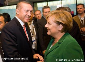 Merkel, Başbakan Recep Tayyip Erdoğan'ı tebrik etti