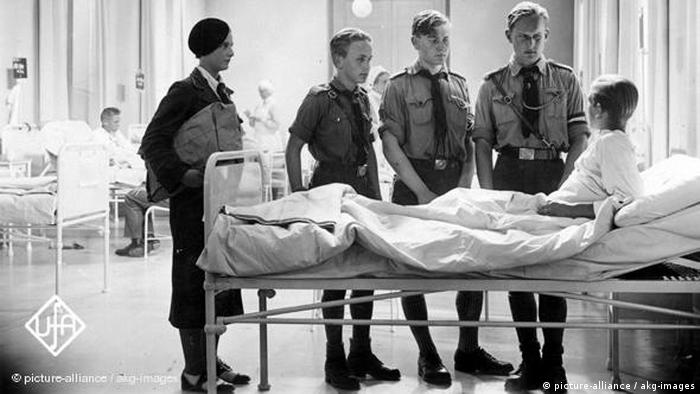 Still from 'Hitler Youth Quex' - boy in a hospital (picture-alliance / akg-images)