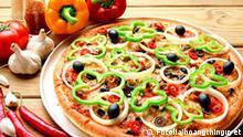Pizza on metal dish and vegetable _7956006 hoangthinguyet - Fotolia 2010