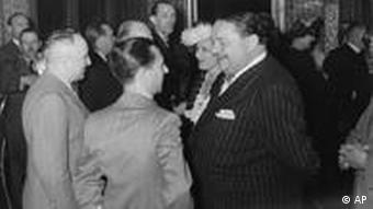 Ο Γερμανός σταρ Χάινριχ Γκέοργκ (δεξιά) δίπλα στον Γιόζεφ Γκαίμπελς.