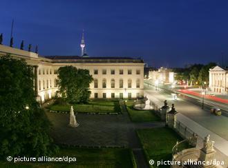 Universidade fica na Avenida Unter den Linden, em Berlim