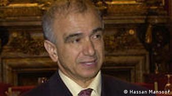 حسن منصور معتقد است کم کردن نقدینگی نیاز به اقدامات ساختاریای دارد که دولت کنونی در پی آن نیست