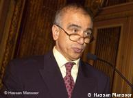پروفسور حسن  منصور، استاد دانشکده اقتصاد وبازرگانی در پاریس