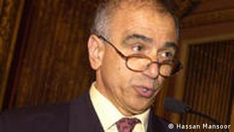 حسن منصور اقتصاددان و استاد دانشکده عالی اقتصاد و بازرگانی پاریس