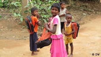 Teil des Projekts in Sarwan ist auch mehr Kinder eine Schulbildung zu ermöglichen. Beim Projektstart besuchte in Sarwan weniger als jedes dritte Kind eine Schule. Foto: Helle Jeppesen/DW, eingepflegt: Oktober 2010