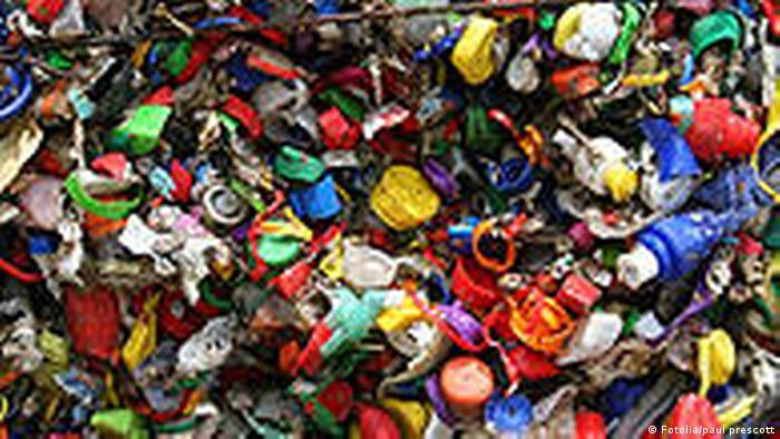 Mülldeponie Plastikmüll Flaschen (Fotolia/paul prescott)
