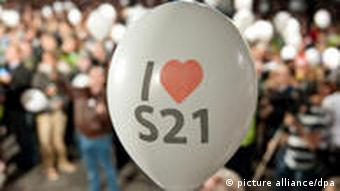 A balloon reading I love S21