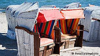 roofed wicker beach chair on the beach 3784599 pmphoto - Fotolia 2007