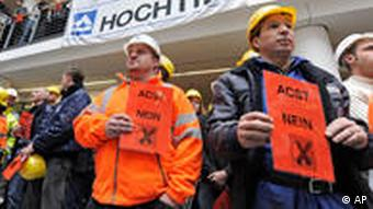 Hochtief employees protest against the hostile takeover by ACS
